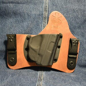 14959  CrossBreed SuperTuck SMITH & WESSON SHIELD 9/40 with CRIMSON TRACE LG-489G / Right Hand / Founders Series / Combat Cut