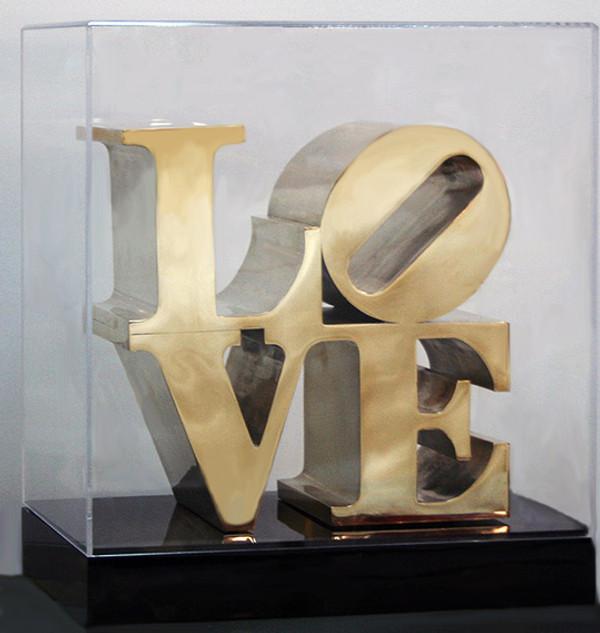 LOVE (SCULPTURE) BY ROBERT INDIANA