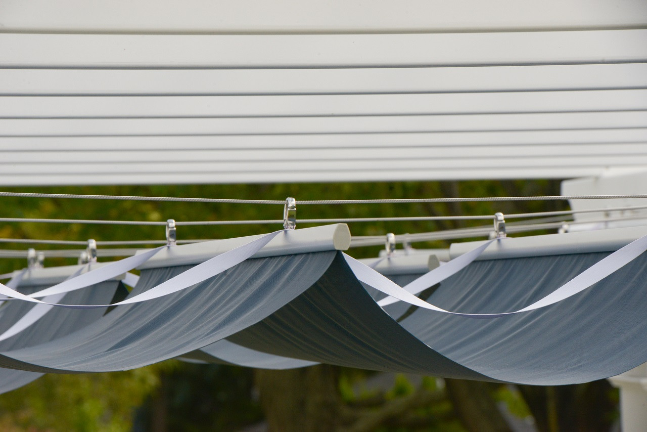 Sleek profiles of the Infinity Canopy™ system.