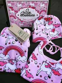 Six Bunnies rainbow unicorn Onesie, Bib and Beanie -flatlay