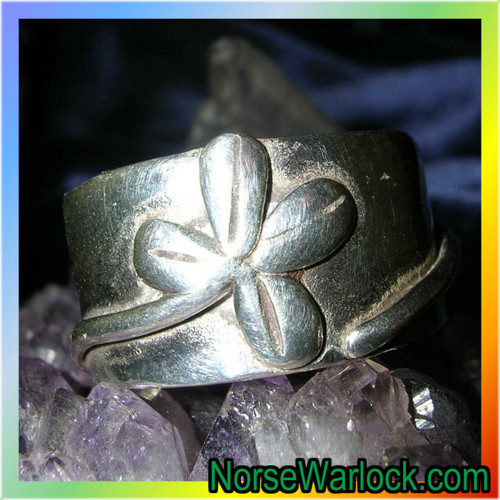 Lucky 4 Leaf Clover Wealth Ring for Abundant Blessings