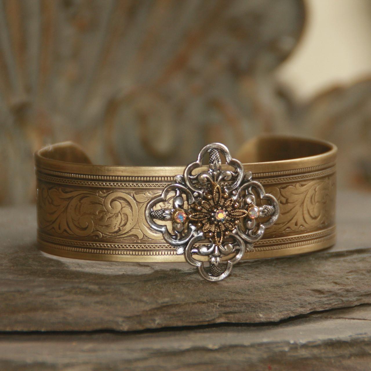 ART-162  Vintage Stylw Filagree Cuff Bracelet