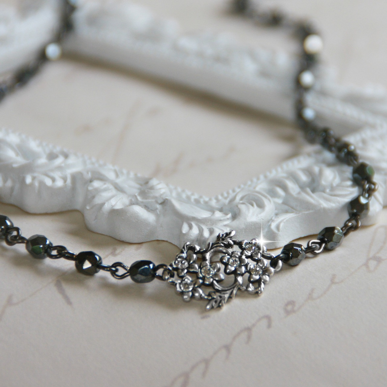 CH-21  Hematite Beautiful Link Chain with Crystal filled Center Choker