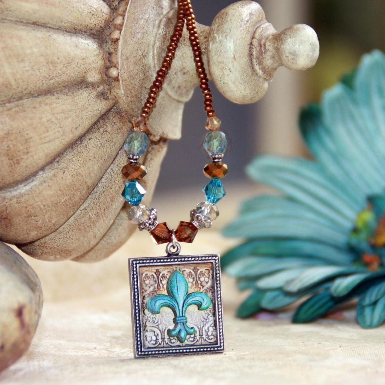 ART-208 Beautfiul Teal Fleur de Lis ART Collection Necklace
