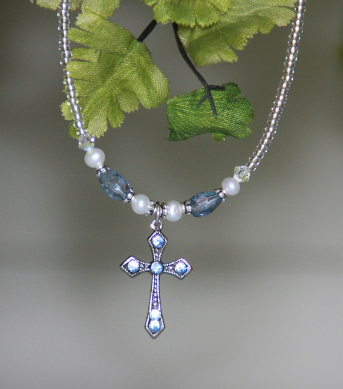 IN-610BL Blue and Pearls Cross necklace