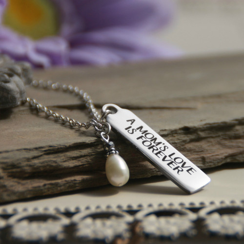 IN-576   A Moms Love is Forever Necklace