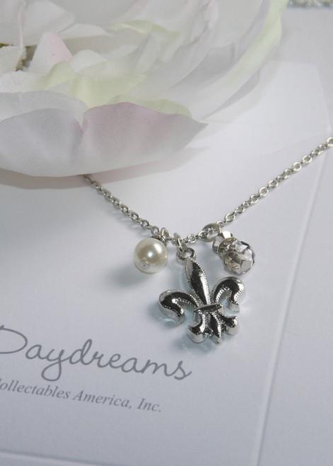 DD-22 Daydreams Collection Fluer de Lis & Pearl