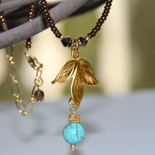 IS-653  Simple and Elegant Leaf drop Necklace