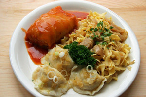 Polish Dinner Platter w/Golabki