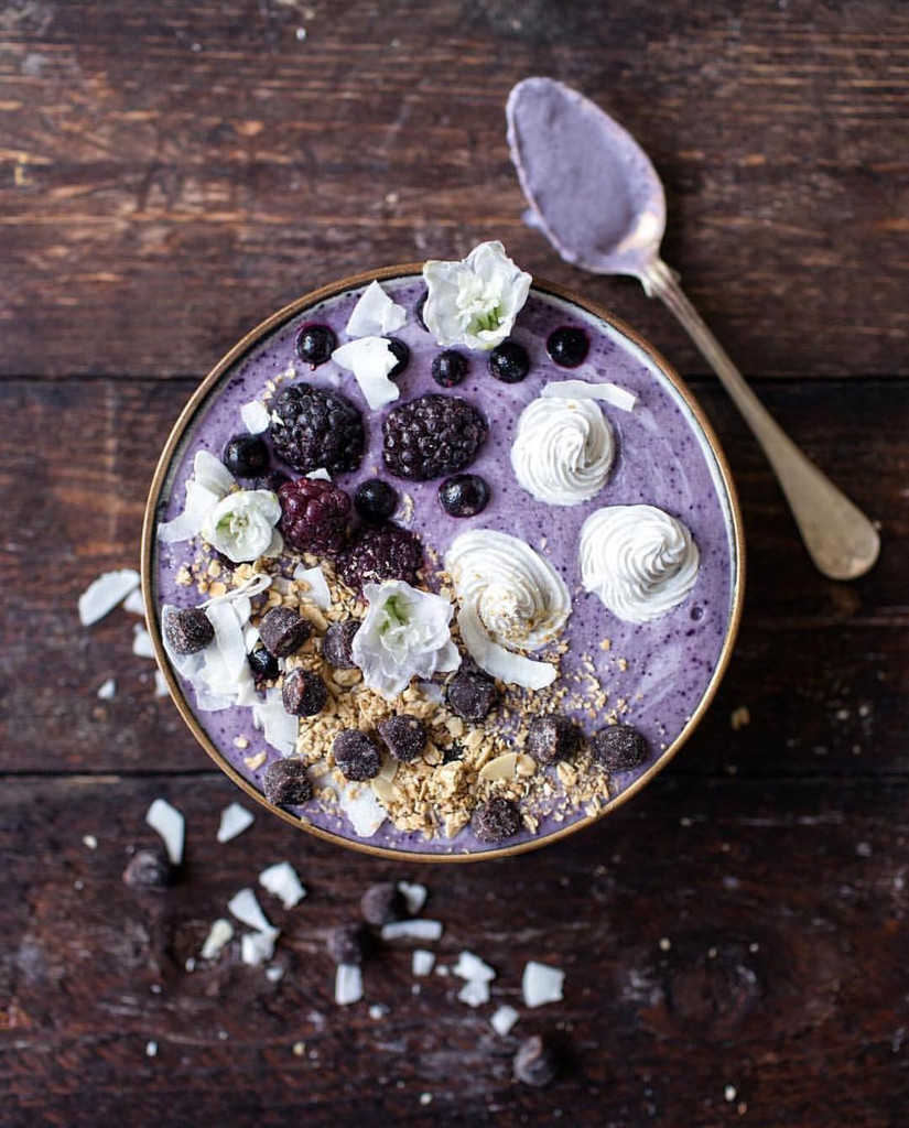 Oats + Berries Smoothie Bowl