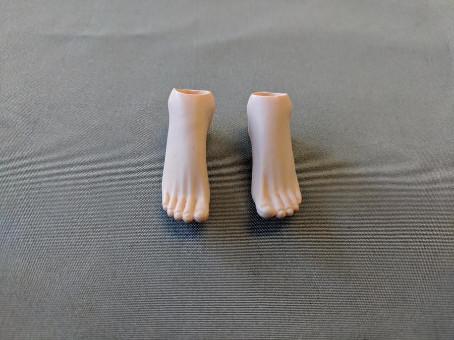 TBLeague - Pale Female Arched Feet