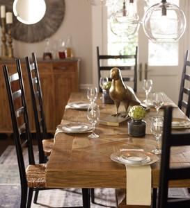 Setting the Scene For Thanksgiving Dinner