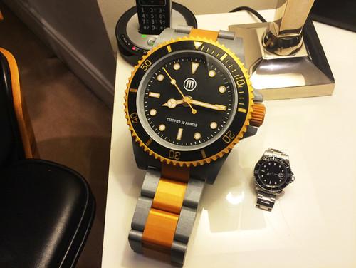 Large scale Divers watch desk clock