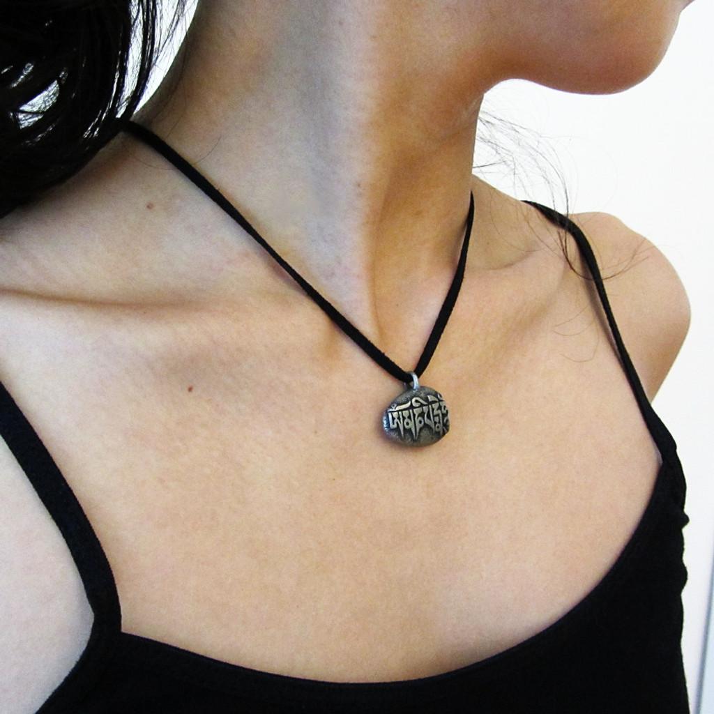 mani  stone necklace