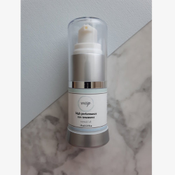 Botanical ingredients smooth fine lines and aid in firming the eye zone