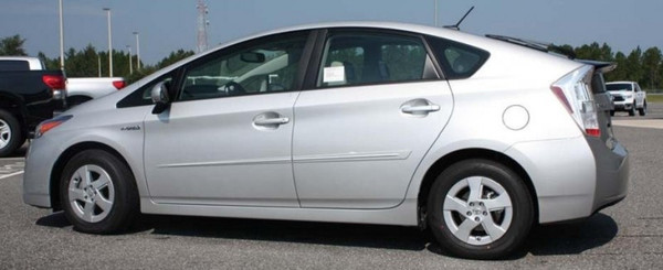 Similar style body side moldings on standard Prius