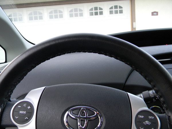 Wheelskins Eurotone Two-Color Genuine Leather Steering Wheel Cover for 2004-2009 Toyota Prius
