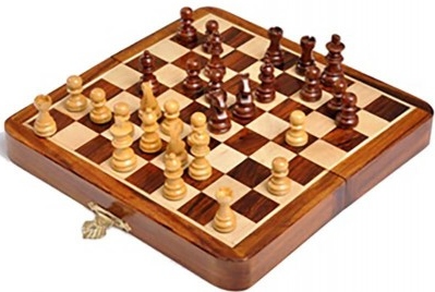 travel-folding-magnetic-deluxe-chess-set-18cm7.00-inch.jpg