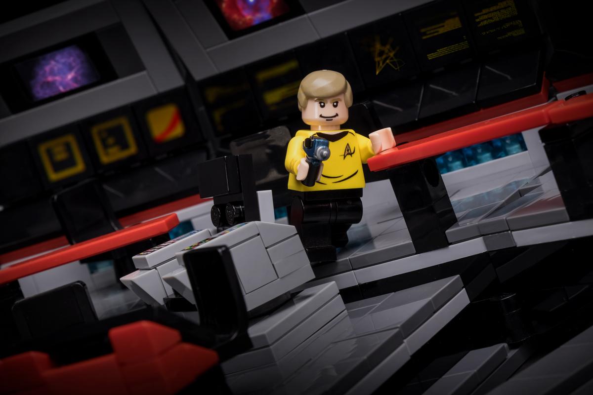9012-starship-captain-action-shot-1200.jpg