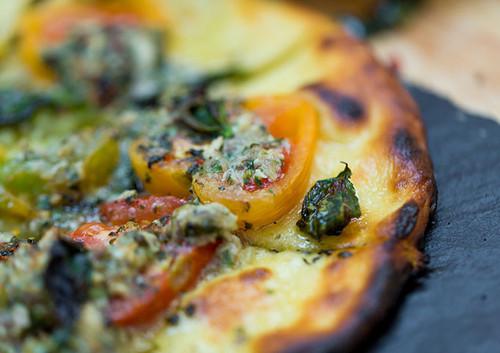 Pizza Bianca con Scamorza e Pomodorini