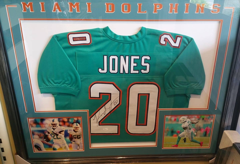 reshad-jones-jersey-frame-499.jpg