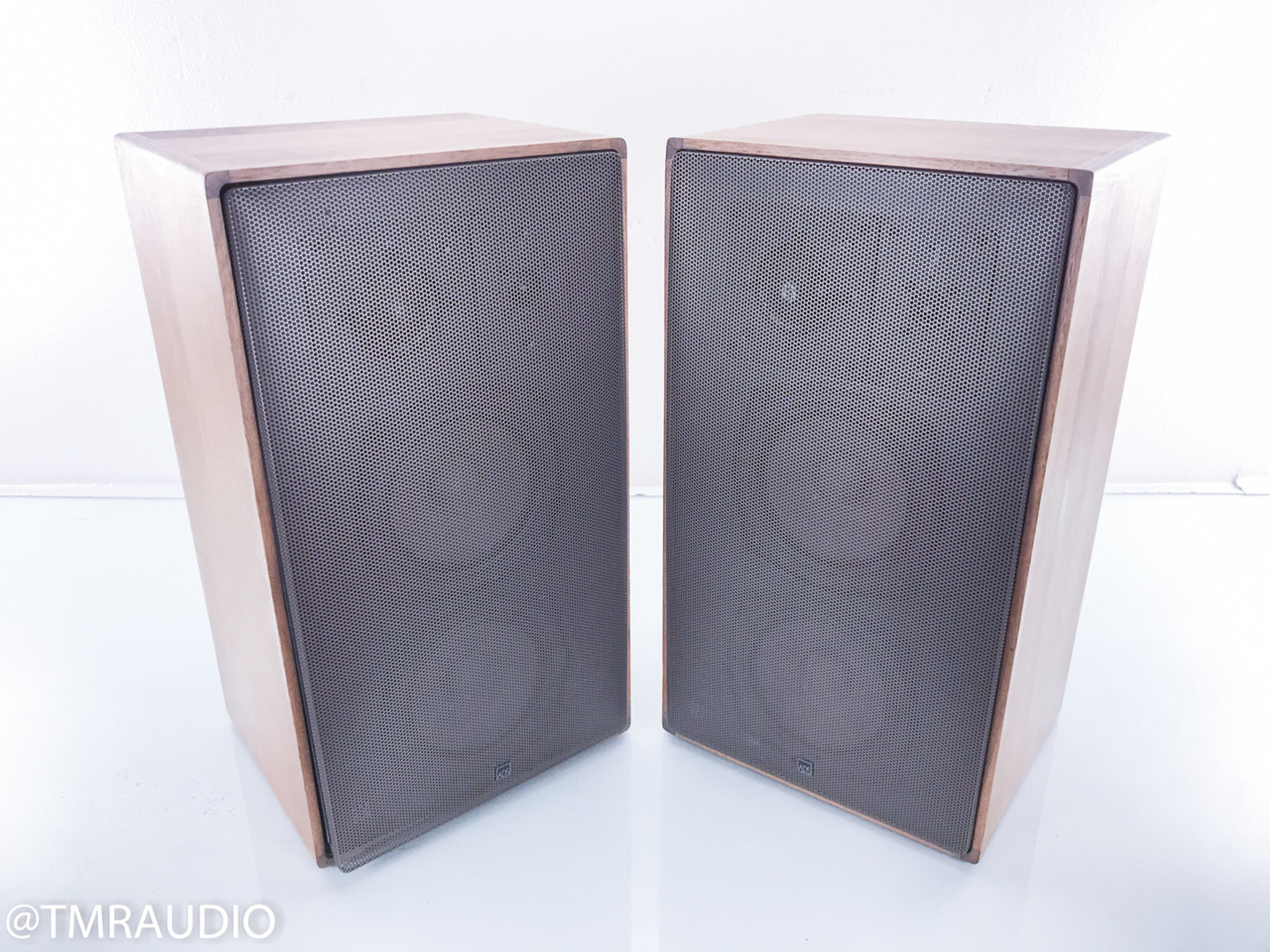 ADS L710 Vintage Bookshelf Speakers Walnut Pair Metal Grills