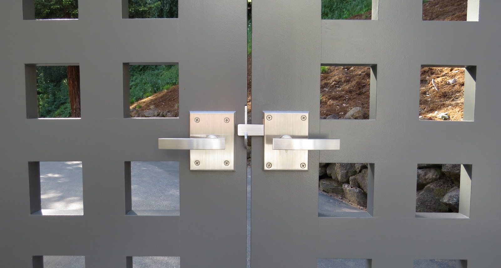 alta-modern-lever-gate-latch-on-double-gate-with-dummy-handle-on-inactive-side.jpg