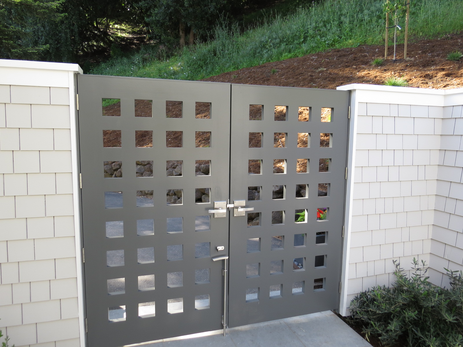 brushed-stainless-alta-contemporary-gate-latch-on-double-gate.jpg
