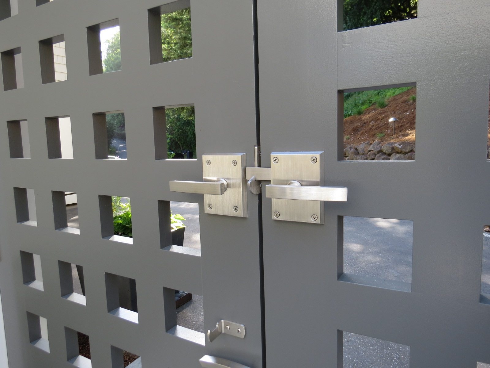 double-gate-interior-view-with-active-latch-and-dummy-handle-by-360-yardware.jpg