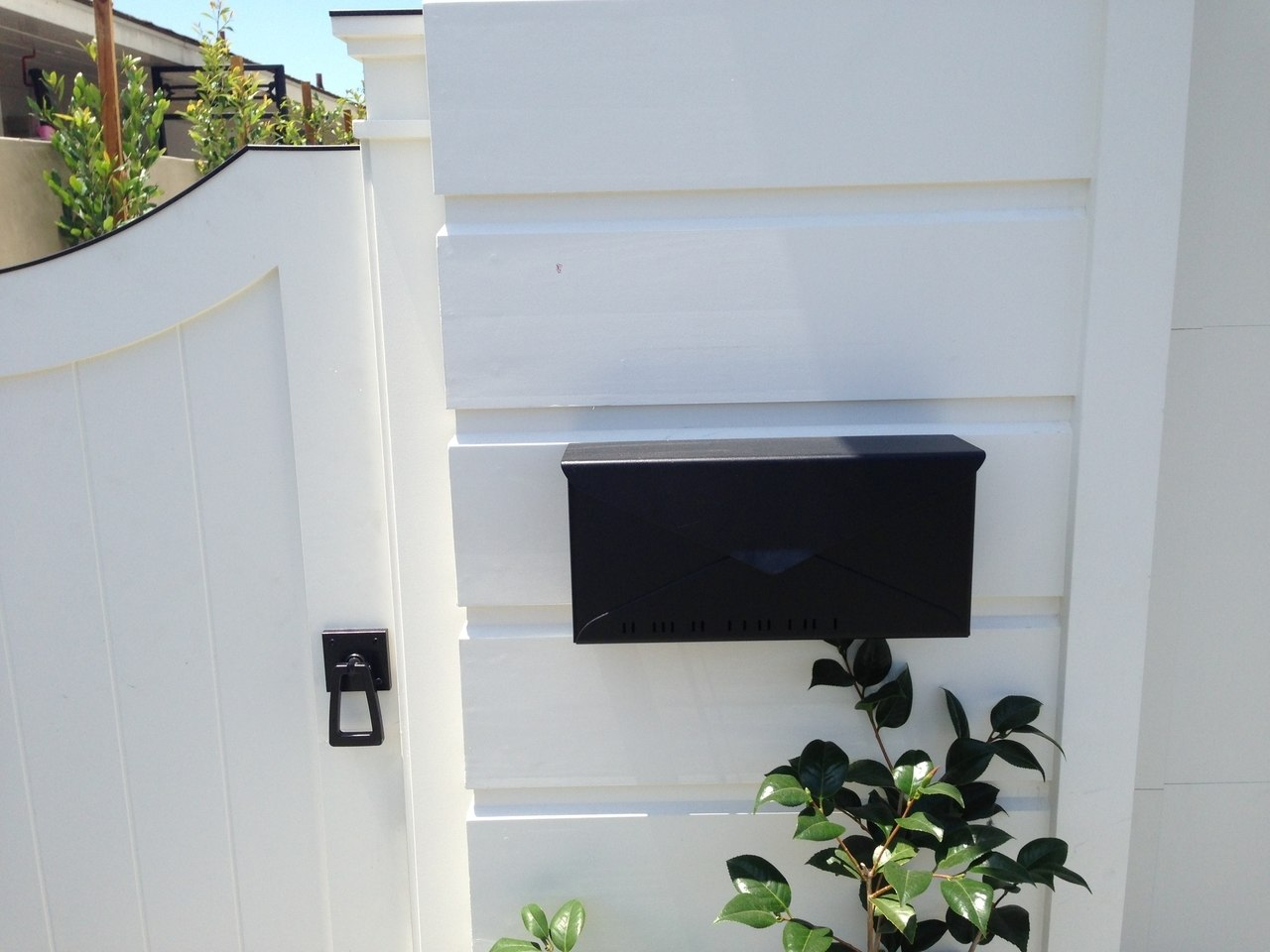 Modern gate hardware package with tapered ring installed on gate