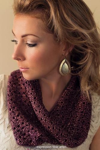 Free Chocolate Diamonds Knitted Cowl Pattern