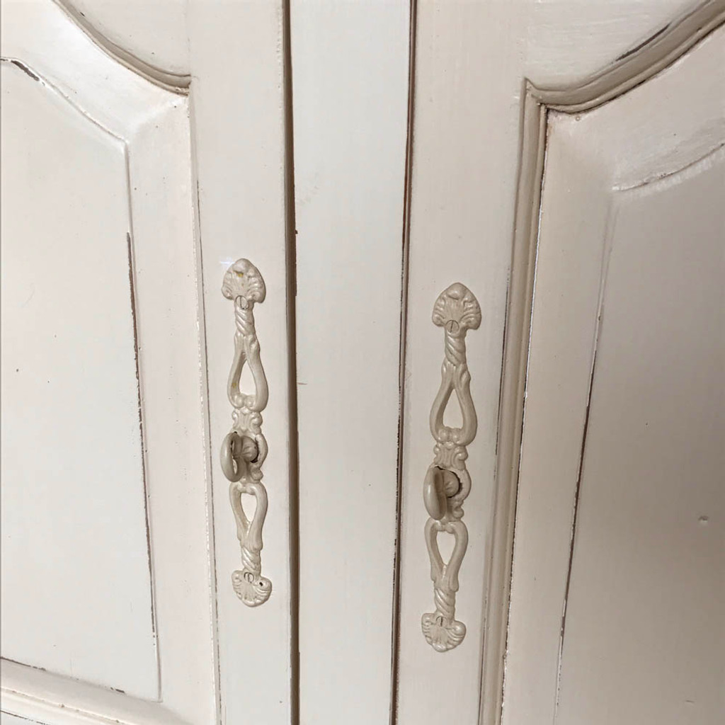 Provincial Buffet - handle detail
