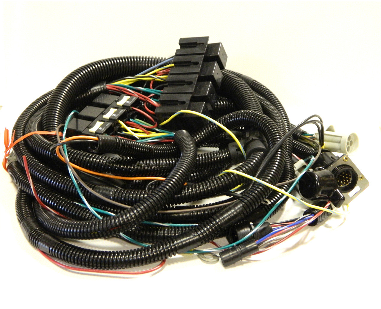 HN38813097 --- Hiniker Underhood Wiring Harness with 16 Pin CPC Connector