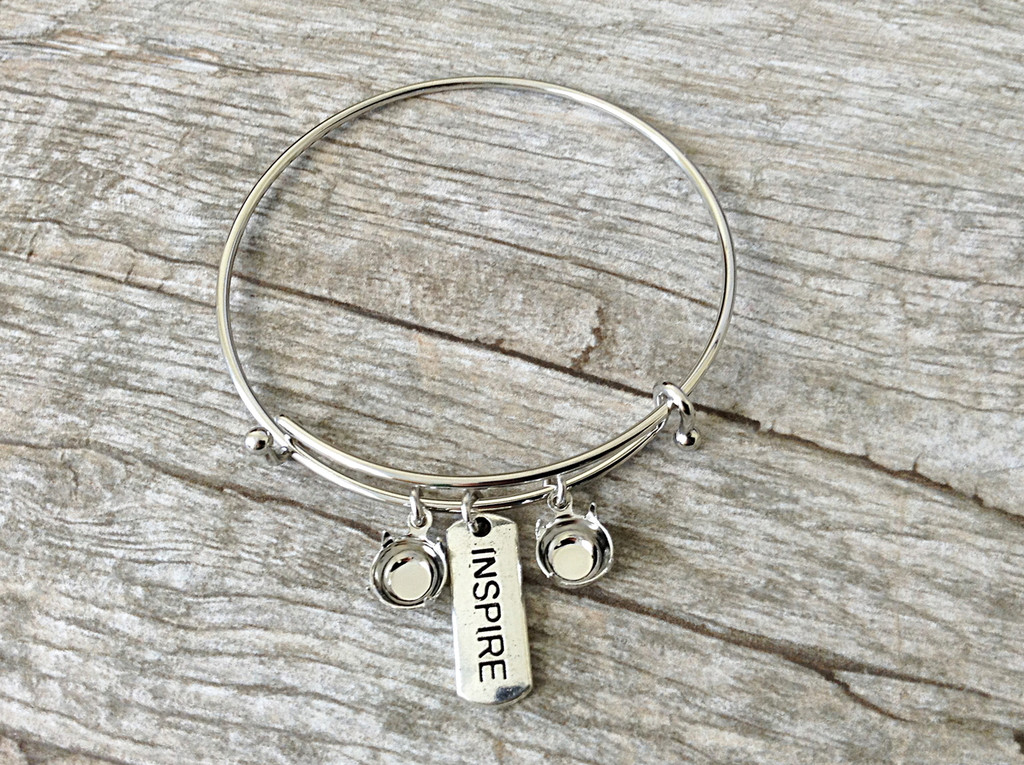 Inspire Charm With Two 8.5mm (39ss) Empty Settings On An Expandable Bracelet