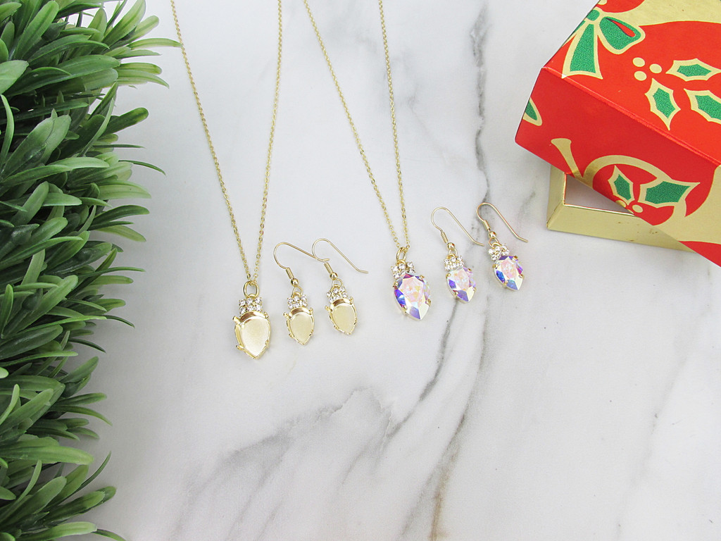 14mm x 10mm & 18mm x 13mm Pear | Christmas Tree Light Bulb Necklace & Earrings | One Set