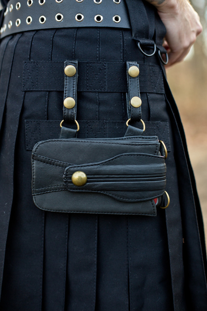 Leather Versatta Phone Pocket attached to a black Versatta V-Cargo Kilt.