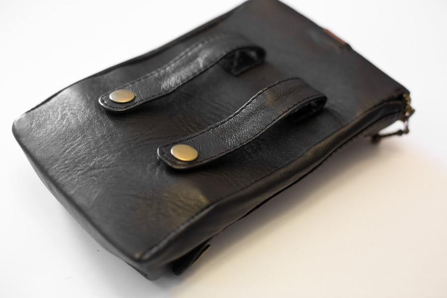 Leather XL Cargo Pocket V2, back, mounting straps