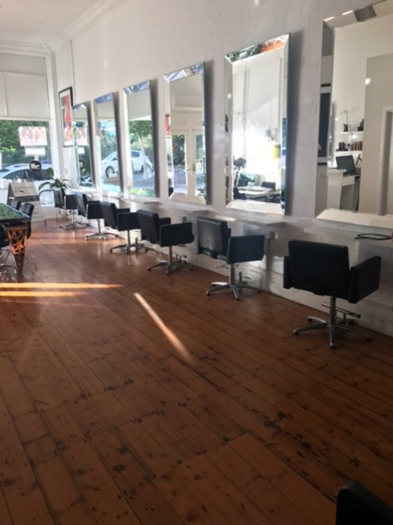 7 Angle Mirrors in a hairdressing salon