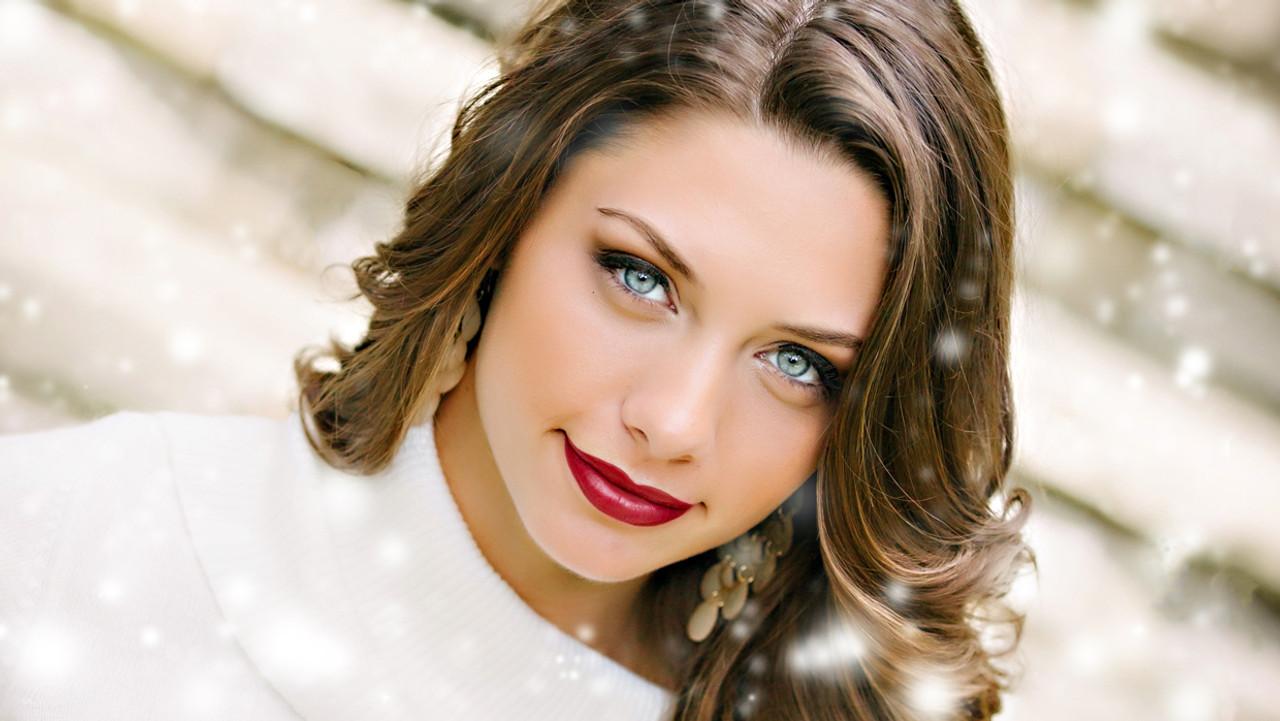 Get The Look: Miss Illinois' Luminous, Wintry Glow