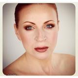 famous-slovanian-beauty-blogger-petra-unboxes-jfr-44.png