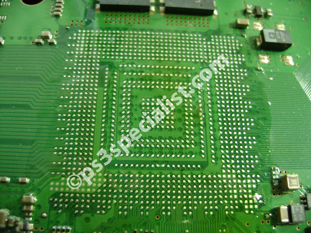 The old solder has been completely removed from the motherboard and all the soldering pads has been cleaned.
