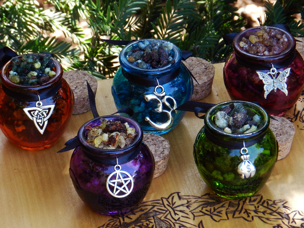 Witches of Samhain . Honey Heartwood Resin Pot