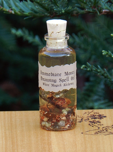 Powerful Immediate Money Drawing Spell Oil 1.25 Ounce