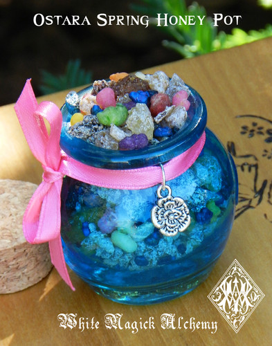 Ostara Spring Honey Heartwood Resin Pot Spring Equinox
