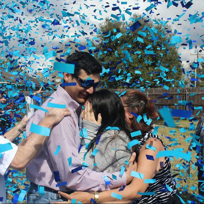 Gender Reveal - Blue Confetti