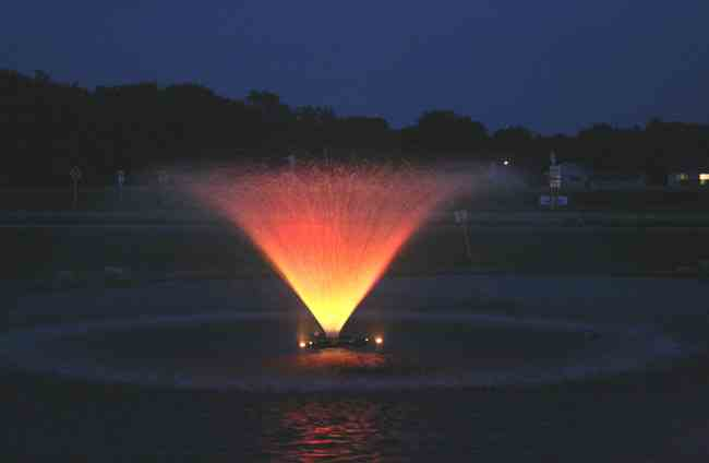 84001vfx Kasco Aerating Pond Fountain At Night With Lights