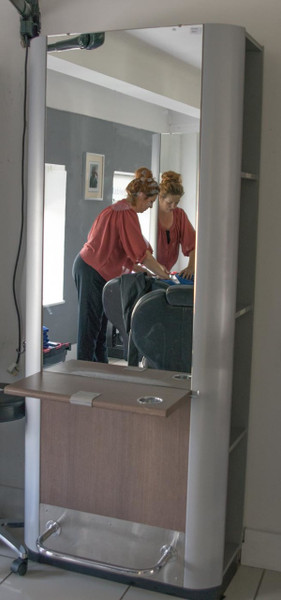 Double mirrored hair dressing units with power and footrests (RAS773)