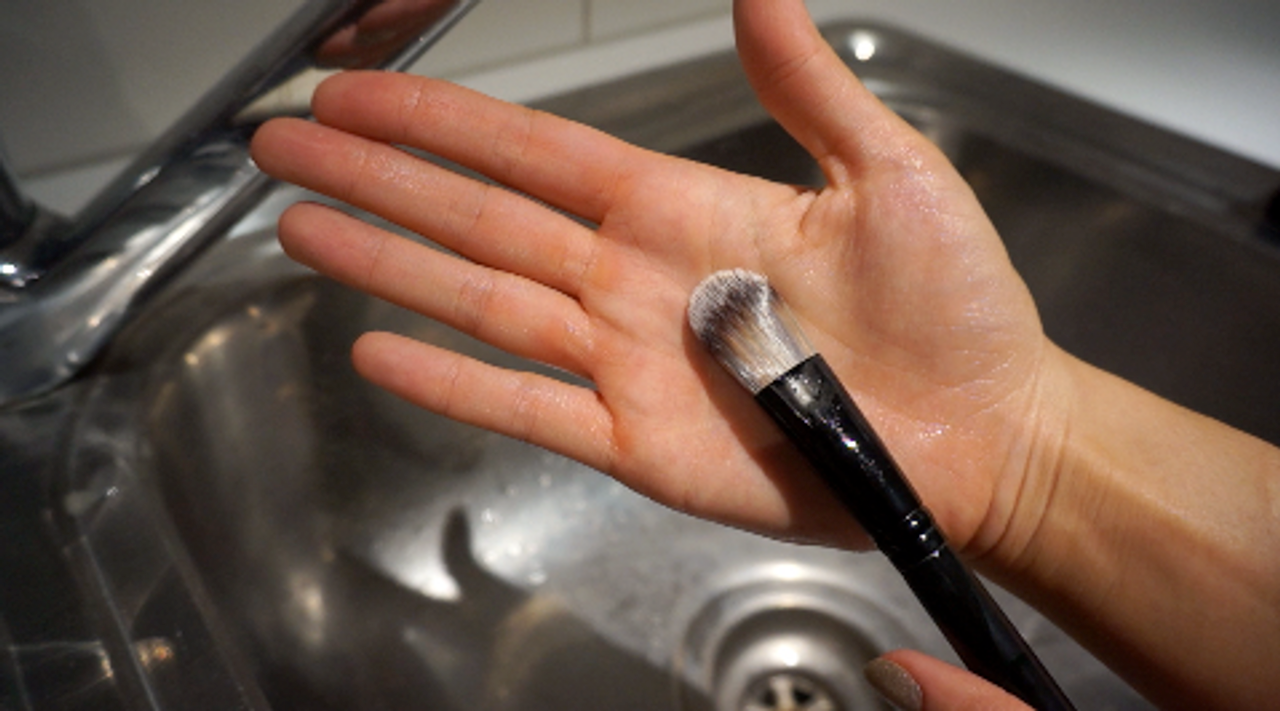 HOW TO: Deep clean your makeup brushes