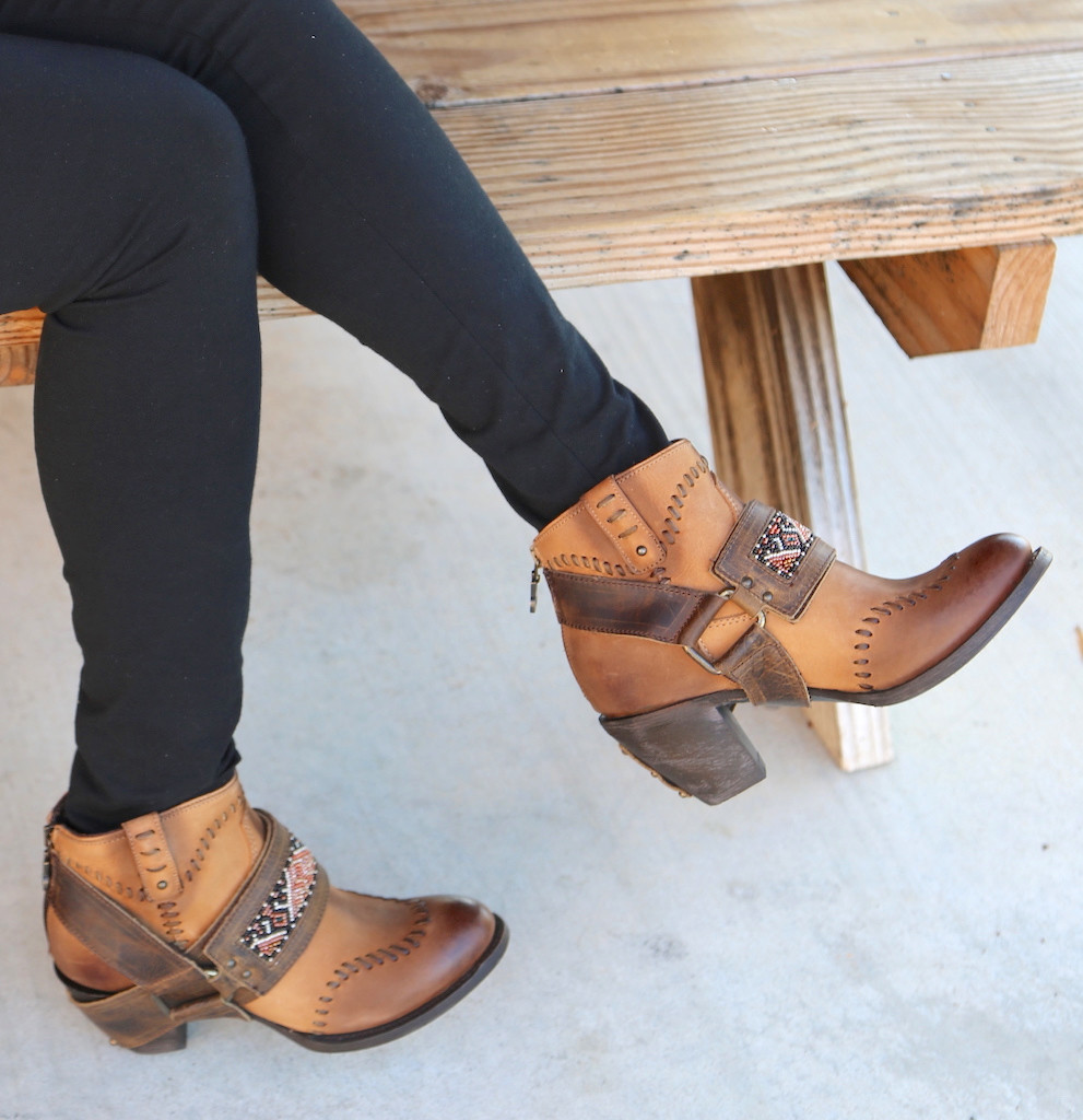 Lane for Double D Ranch Cordero Rizado Tan Boots DD9046A Short
