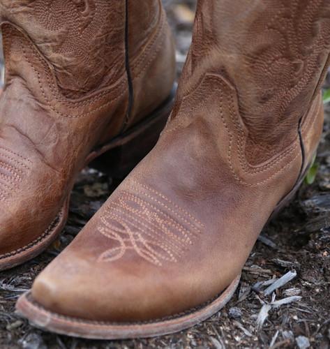 Corral Vintage Tan Cowhide Boots C1928 Toe